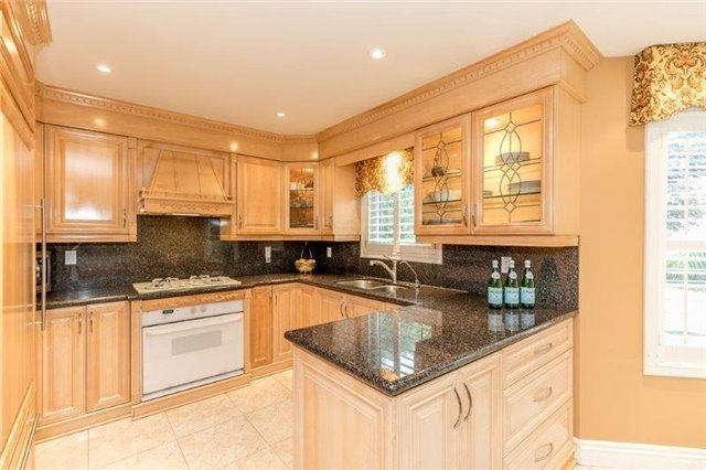 Detached at 377 Amberlee Crt, Newmarket, Ontario. Image 18