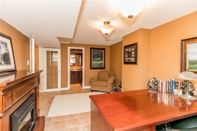 Detached at 377 Amberlee Crt, Newmarket, Ontario. Image 2