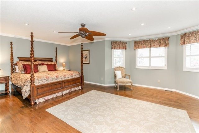 Detached at 377 Amberlee Crt, Newmarket, Ontario. Image 4
