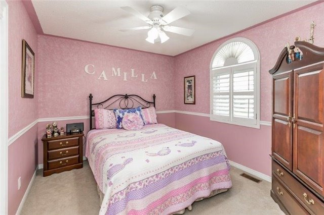 Detached at 377 Amberlee Crt, Newmarket, Ontario. Image 7