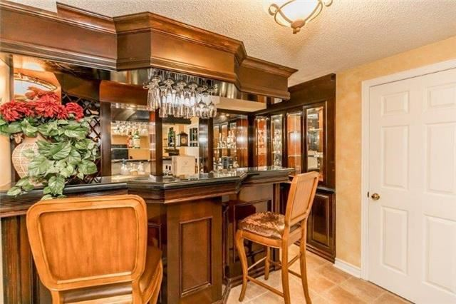 Detached at 377 Amberlee Crt, Newmarket, Ontario. Image 8