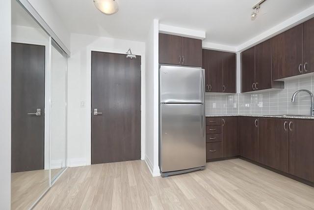 Condo Apartment at 370 Highway 7 Ave E, Unit 1026, Richmond Hill, Ontario. Image 9