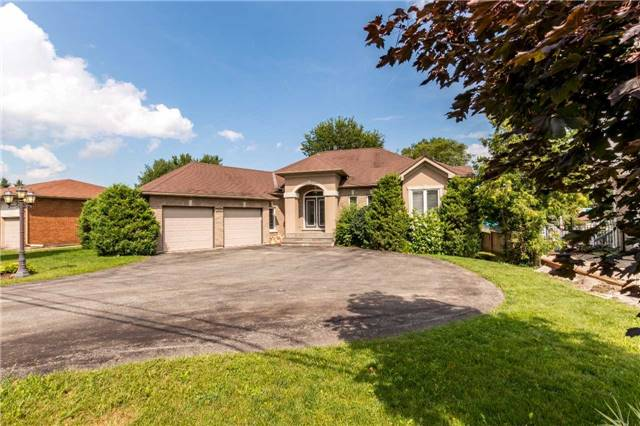 Detached at 2151 Adullam Ave, Innisfil, Ontario. Image 1