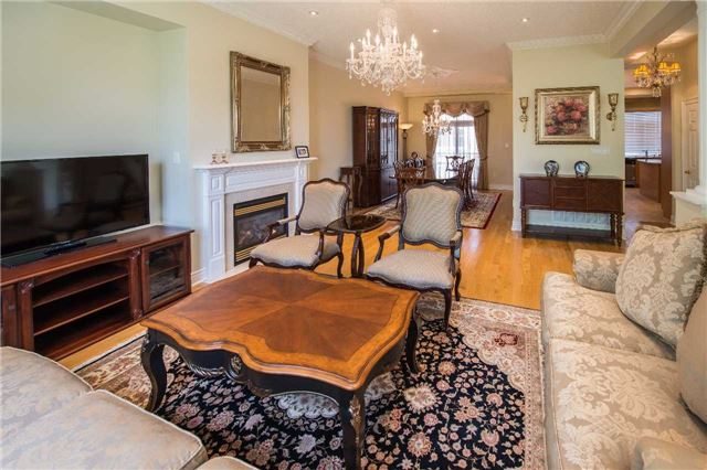 Condo Townhouse at 76 Legends Way, Markham, Ontario. Image 10