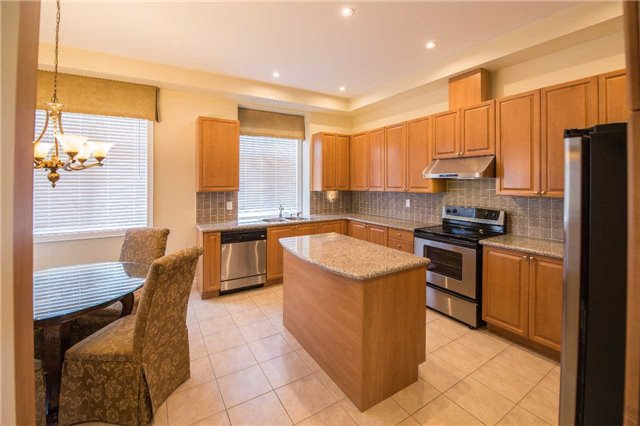 Condo Townhouse at 76 Legends Way, Markham, Ontario. Image 14