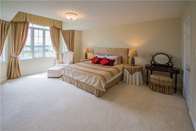 Condo Townhouse at 76 Legends Way, Markham, Ontario. Image 2