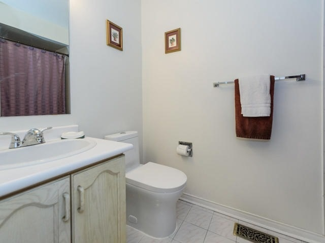 Condo Townhouse at 116 Leah Cres, Vaughan, Ontario. Image 8