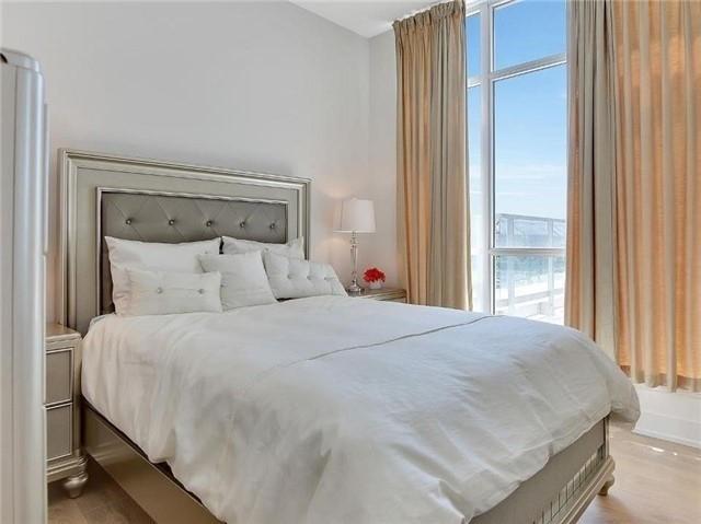 Condo Apartment at 9471 Yonge St, Unit 213, Richmond Hill, Ontario. Image 2
