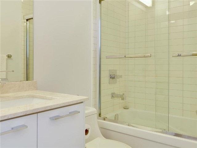 Condo Apartment at 9471 Yonge St, Unit 213, Richmond Hill, Ontario. Image 3