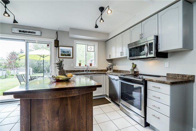 Detached at 2270 Taylorwoods Blvd, Innisfil, Ontario. Image 8