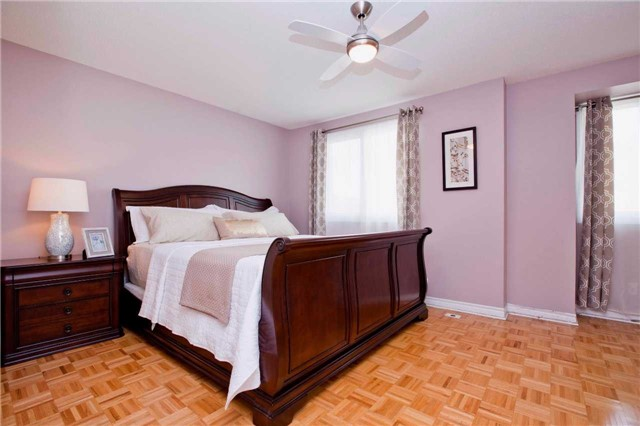 Condo Townhouse at 151 Townsgate Dr, Unit 108, Vaughan, Ontario. Image 2