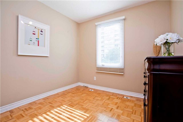 Condo Townhouse at 151 Townsgate Dr, Unit 108, Vaughan, Ontario. Image 4