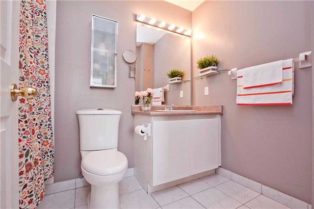 Condo Townhouse at 151 Townsgate Dr, Unit 108, Vaughan, Ontario. Image 5
