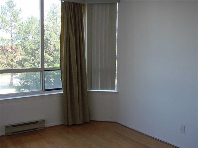 Condo Apartment at 32 Clarissa Dr, Unit 317, Richmond Hill, Ontario. Image 4