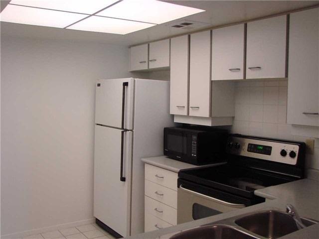 Condo Apartment at 32 Clarissa Dr, Unit 317, Richmond Hill, Ontario. Image 6