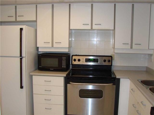 Condo Apartment at 32 Clarissa Dr, Unit 317, Richmond Hill, Ontario. Image 7