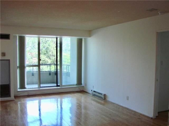 Condo Apartment at 32 Clarissa Dr, Unit 317, Richmond Hill, Ontario. Image 8