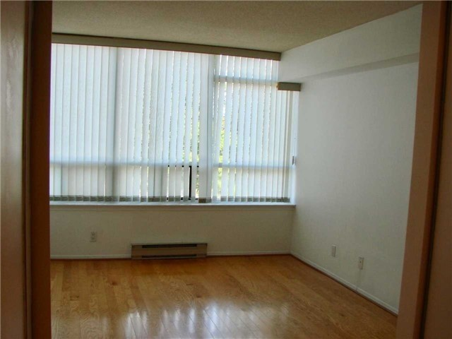 Condo Apartment at 32 Clarissa Dr, Unit 317, Richmond Hill, Ontario. Image 9