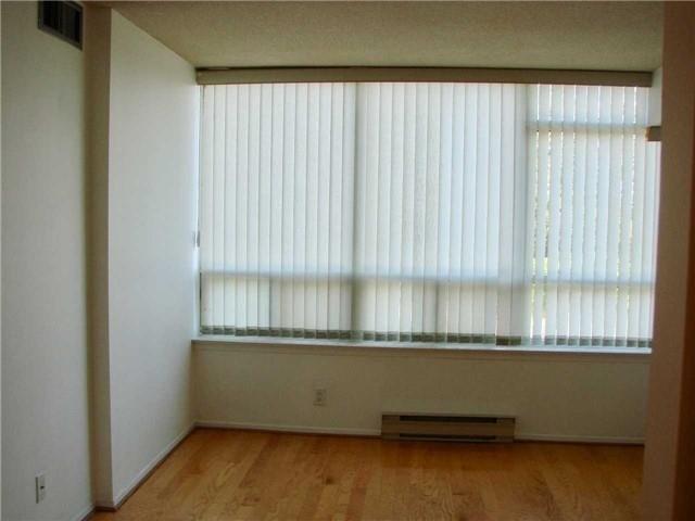 Condo Apartment at 32 Clarissa Dr, Unit 317, Richmond Hill, Ontario. Image 10