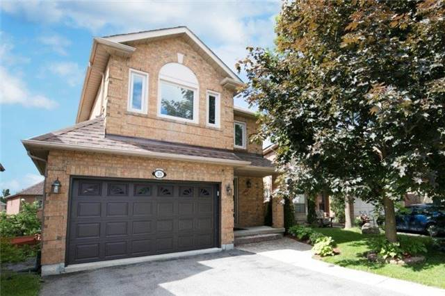 Detached at 215 Surgeoner Cres, Newmarket, Ontario. Image 1