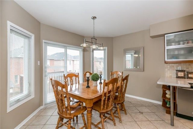 Detached at 215 Surgeoner Cres, Newmarket, Ontario. Image 6
