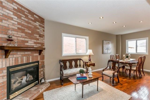 Detached at 215 Surgeoner Cres, Newmarket, Ontario. Image 7