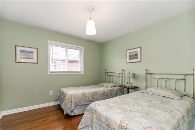 Detached at 215 Surgeoner Cres, Newmarket, Ontario. Image 9