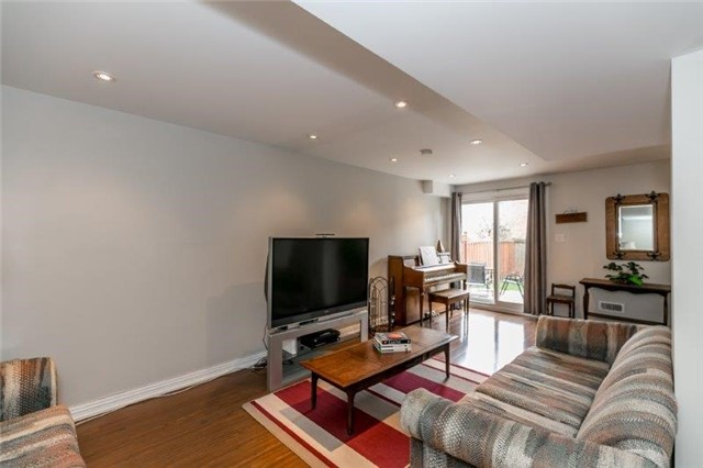 Detached at 215 Surgeoner Cres, Newmarket, Ontario. Image 11