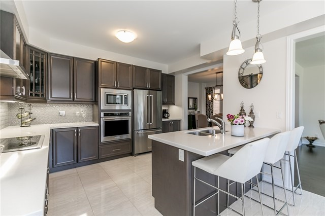 Detached at 48 Willoughby Way N, New Tecumseth, Ontario. Image 17