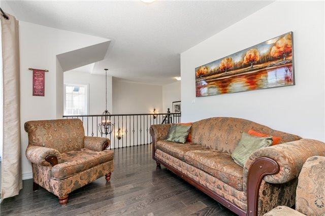 Detached at 48 Willoughby Way N, New Tecumseth, Ontario. Image 5