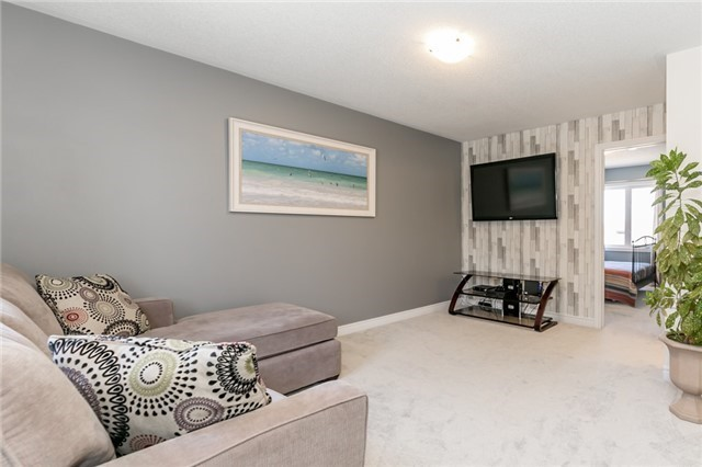 Detached at 48 Willoughby Way N, New Tecumseth, Ontario. Image 10