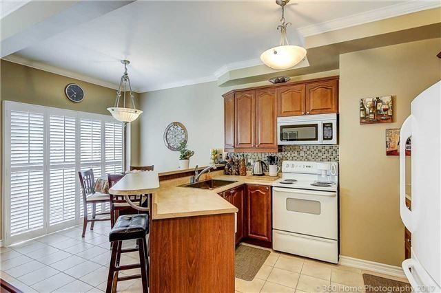 Townhouse at 71 Puccini Dr, Unit 15, Richmond Hill, Ontario. Image 20