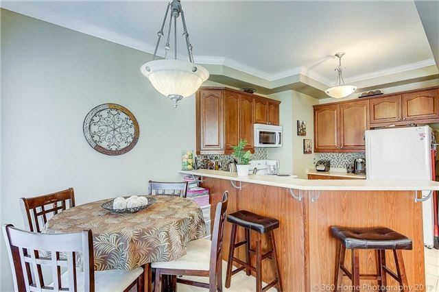 Townhouse at 71 Puccini Dr, Unit 15, Richmond Hill, Ontario. Image 2