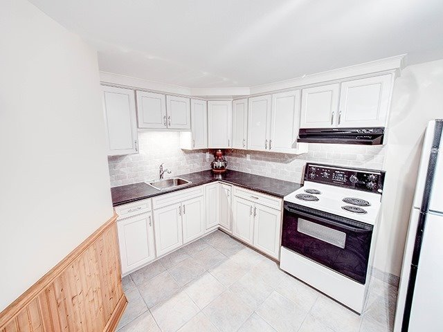 Detached at 108 Brookmill Dr, Vaughan, Ontario. Image 8
