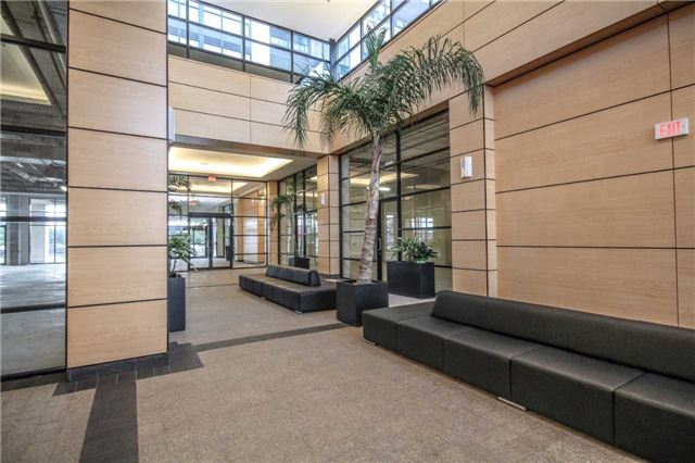 Condo Apartment at 2910 Highway 7 Rd, Unit 417, Vaughan, Ontario. Image 12