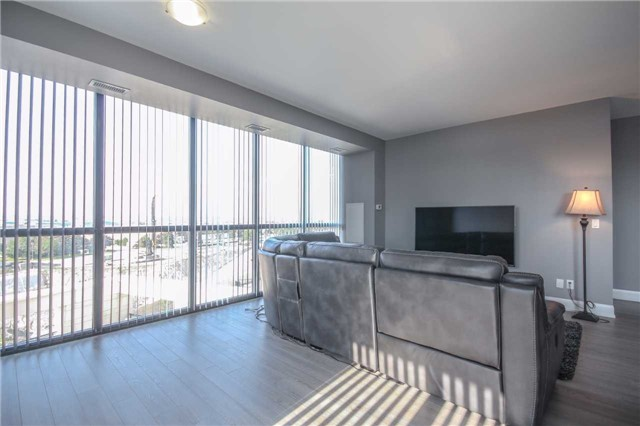 Condo Apartment at 2910 Highway 7 Rd, Unit 417, Vaughan, Ontario. Image 4