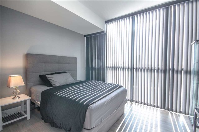 Condo Apartment at 2910 Highway 7 Rd, Unit 417, Vaughan, Ontario. Image 5