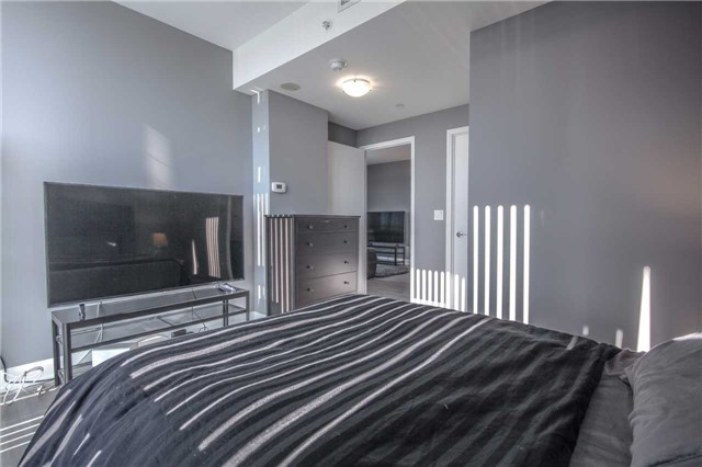 Condo Apartment at 2910 Highway 7 Rd, Unit 417, Vaughan, Ontario. Image 6