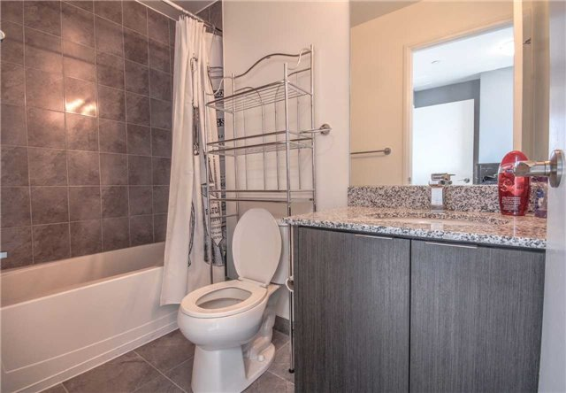 Condo Apartment at 2910 Highway 7 Rd, Unit 417, Vaughan, Ontario. Image 7