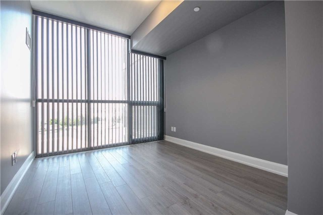 Condo Apartment at 2910 Highway 7 Rd, Unit 417, Vaughan, Ontario. Image 8