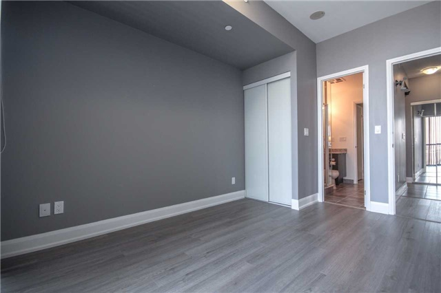 Condo Apartment at 2910 Highway 7 Rd, Unit 417, Vaughan, Ontario. Image 9