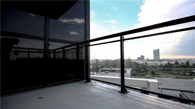 Condo Apartment at 2910 Highway 7 Rd, Unit 417, Vaughan, Ontario. Image 11