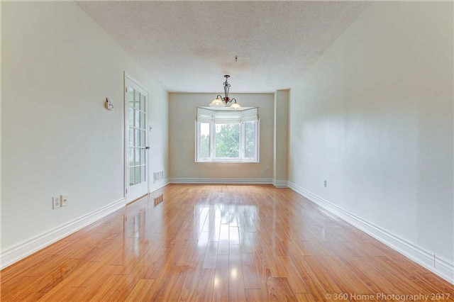 Condo Townhouse at 862 Playter Cres, Newmarket, Ontario. Image 9