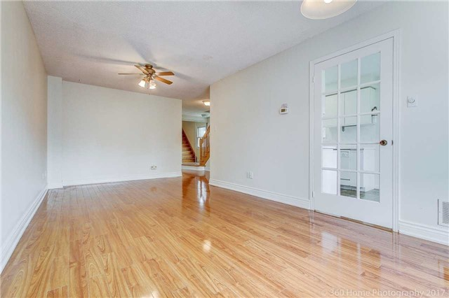 Condo Townhouse at 862 Playter Cres, Newmarket, Ontario. Image 10