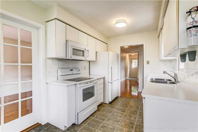 Condo Townhouse at 862 Playter Cres, Newmarket, Ontario. Image 11