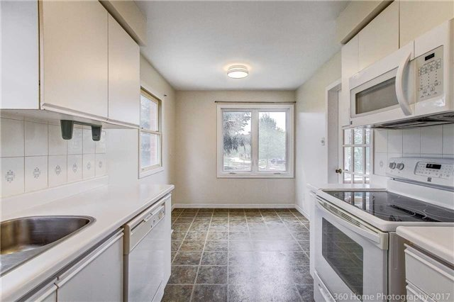 Condo Townhouse at 862 Playter Cres, Newmarket, Ontario. Image 12