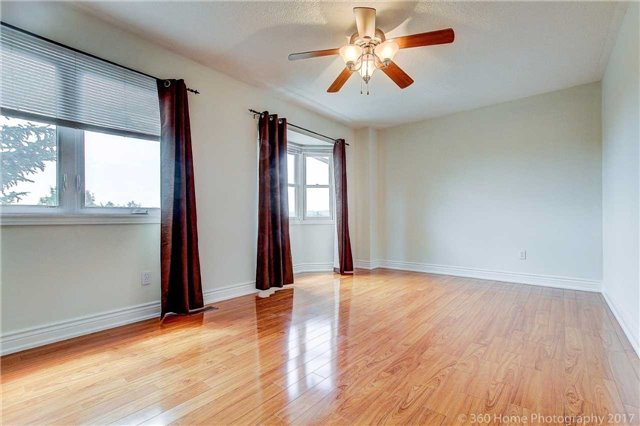 Condo Townhouse at 862 Playter Cres, Newmarket, Ontario. Image 14