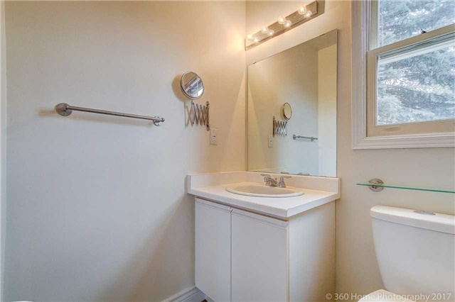 Condo Townhouse at 862 Playter Cres, Newmarket, Ontario. Image 15