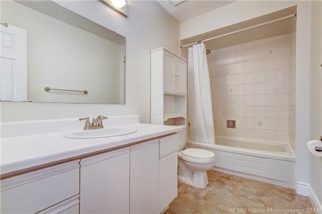 Condo Townhouse at 862 Playter Cres, Newmarket, Ontario. Image 4