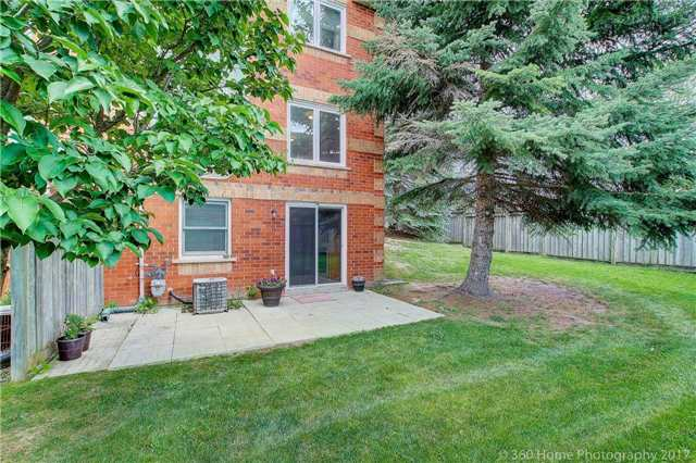 Condo Townhouse at 862 Playter Cres, Newmarket, Ontario. Image 7